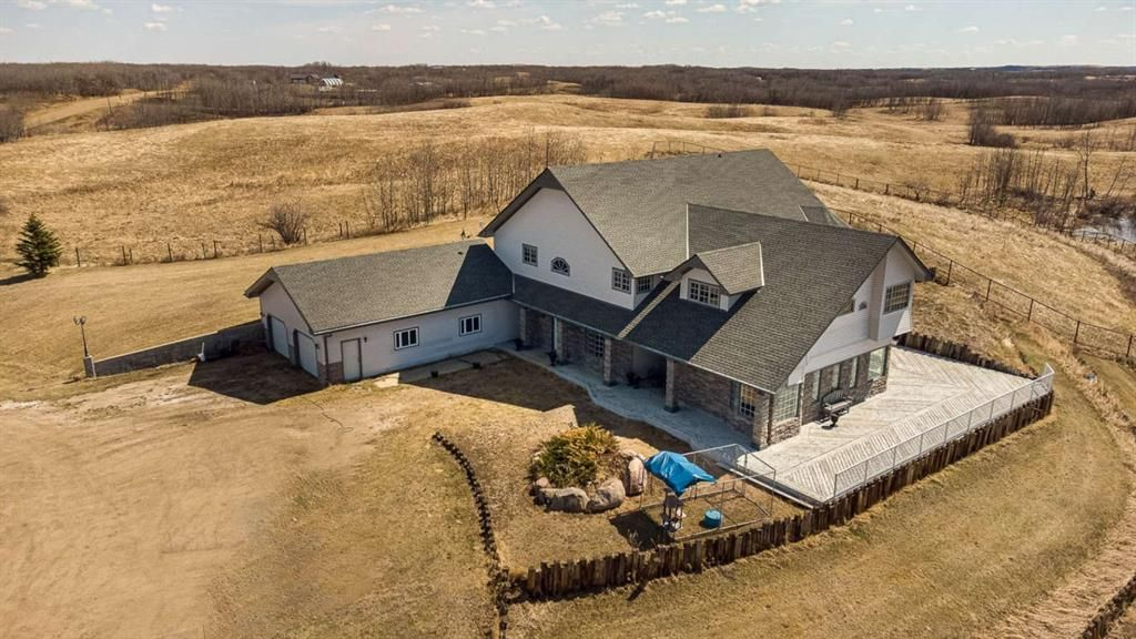 Main Photo: 19515 Township Road 354 in Rural Stettler No. 6, County of: Rural Stettler County Detached for sale : MLS®# A1102393