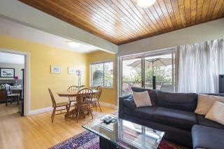 Photo 13: 555 LUCERNE Place in North Vancouver: Upper Delbrook House for sale : MLS®# R2599437