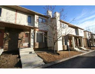 Photo 1: 116 PATINA Park SW in CALGARY: Prominence Patterson Townhouse for sale (Calgary)  : MLS®# C3309626