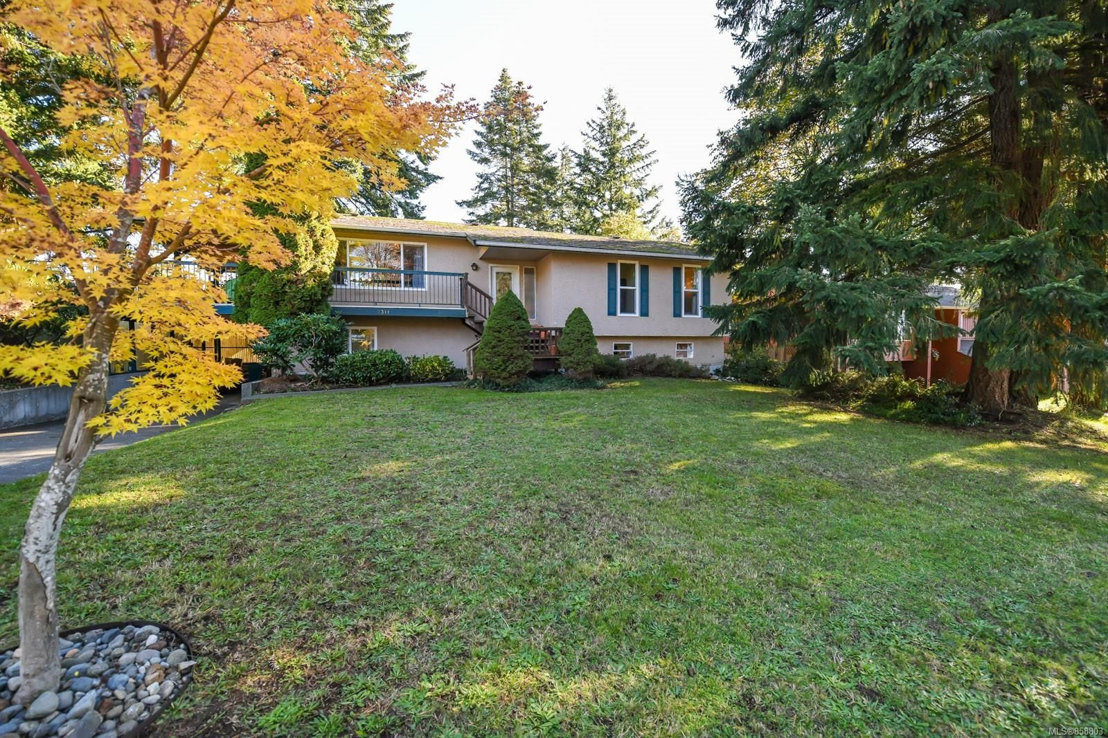 Main Photo: 2311 Strathcona Cres in : CV Comox (Town of) House for sale (Comox Valley)  : MLS®# 858803