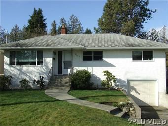 Main Photo: 2640 Dean Ave in VICTORIA: SE Camosun House for sale (Saanich East)  : MLS®# 562761