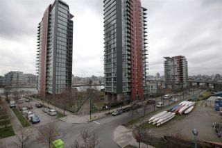 "Photo 12: 606 33 SMITHE Street in Vancouver: Yaletown Condo for sale in ""Coopers Lookout"" (Vancouver West)  : MLS®# R2440133"
