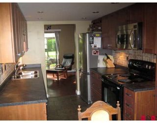 """Photo 3: 127 7333 140TH Street in Surrey: East Newton Townhouse for sale in """"Newton Park"""" : MLS®# F2820292"""