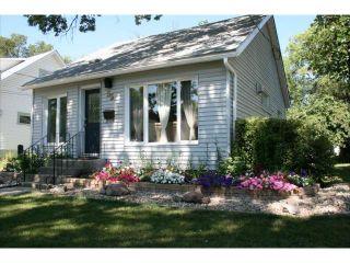 Photo 3: 55 Berrydale Avenue in WINNIPEG: St Vital Residential for sale (South East Winnipeg)  : MLS®# 1303750