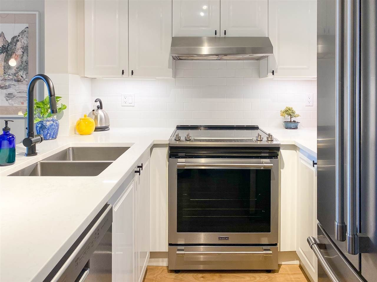 Main Photo: PH9 868 KINGSWAY in Vancouver: Fraser VE Condo for sale (Vancouver East)  : MLS®# R2440498