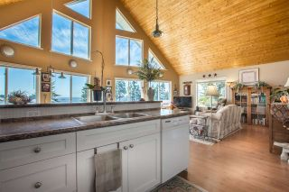 Photo 8: 7064 DALE Road in Sechelt: Sechelt District House for sale (Sunshine Coast)  : MLS®# R2065950