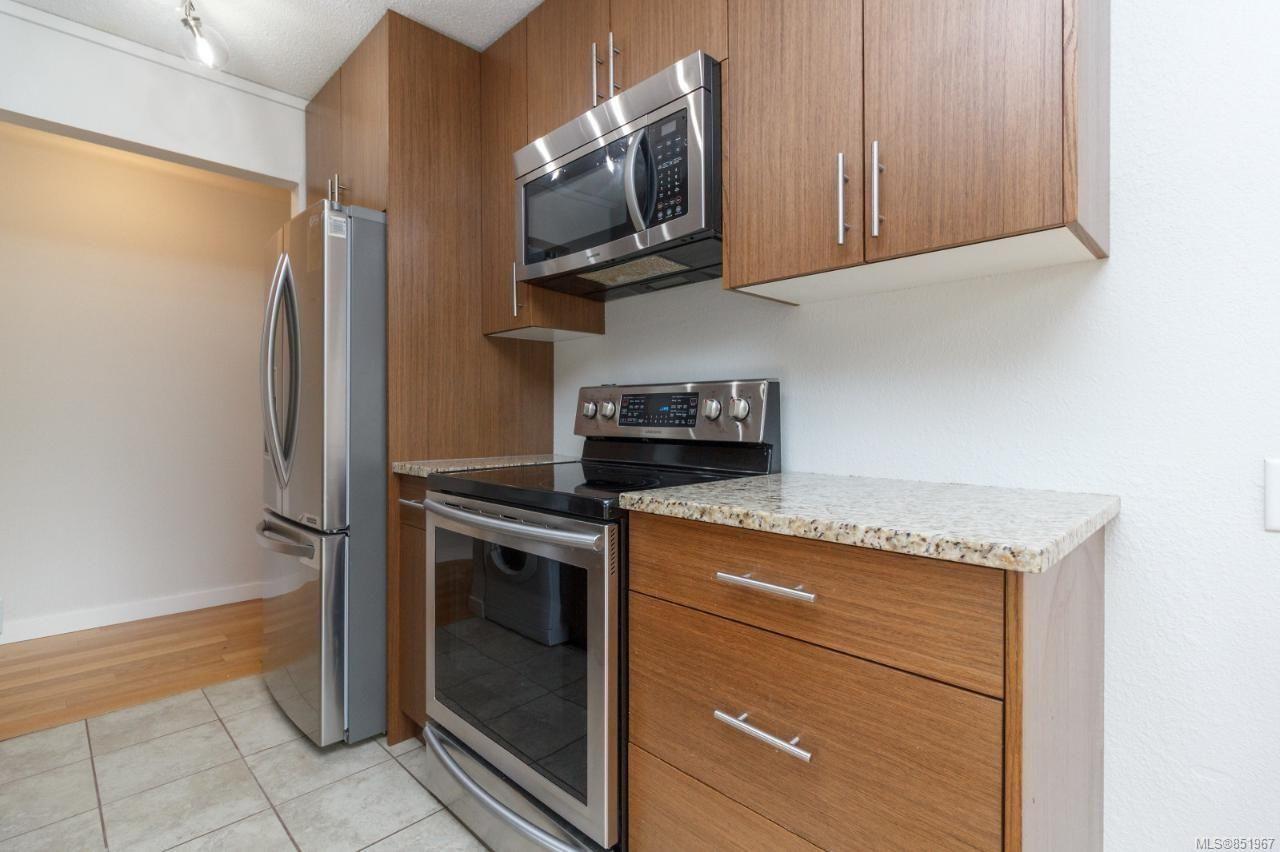 Photo 3: Photos: 202 3800 Quadra St in : SE Quadra Condo for sale (Saanich East)  : MLS®# 851967