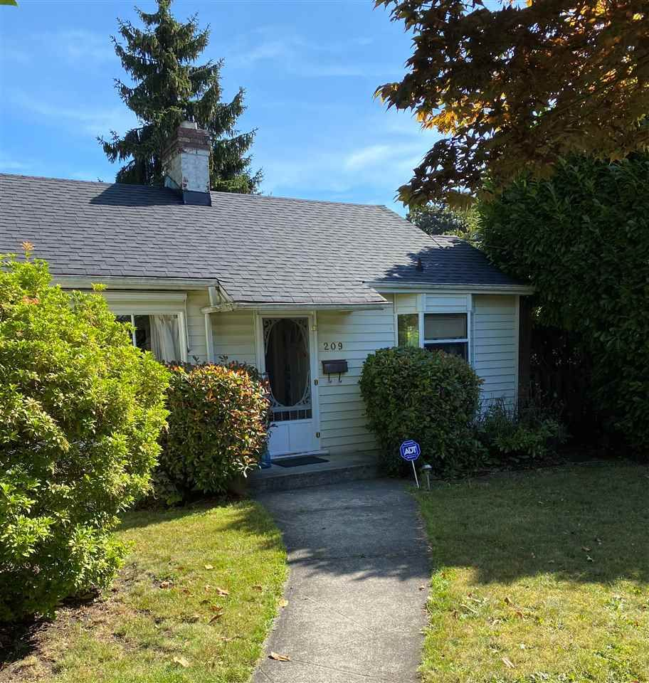 Main Photo: 209 SECOND Street in New Westminster: Queens Park House for sale : MLS®# R2495060