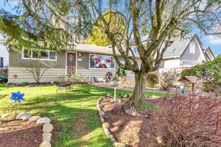 Photo 2: 1739 156A Street in Surrey: Sunnyside Park Surrey House for sale (South Surrey White Rock)  : MLS®# R2539466