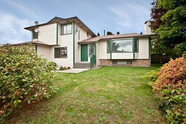 """Photo 1: Photos: 14743 89TH Avenue in Surrey: Bear Creek Green Timbers House for sale in """"GREEN TIMBERS"""" : MLS®# F1114759"""