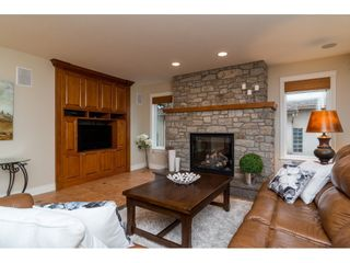 """Photo 4: 20867 YEOMANS Crescent in Langley: Walnut Grove House for sale in """"YEOMANS CRES - WALNUT GROVE"""" : MLS®# R2133908"""