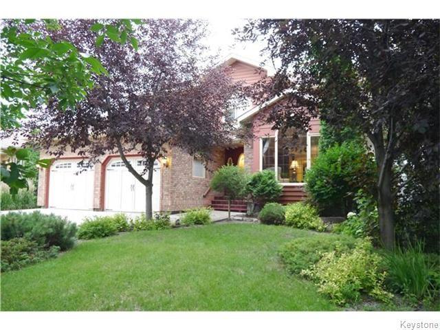 Main Photo: 11 Denman Crescent in Winnipeg: Fort Richmond Residential for sale (1S)  : MLS®# 1618572