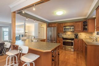 """Photo 5: 24686 56 Avenue in Langley: Salmon River House for sale in """"Strawberry Hills"""" : MLS®# R2129647"""