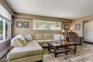Photo 2: 6057 Jackson Crescent: Peachland House for sale : MLS®# 10214684