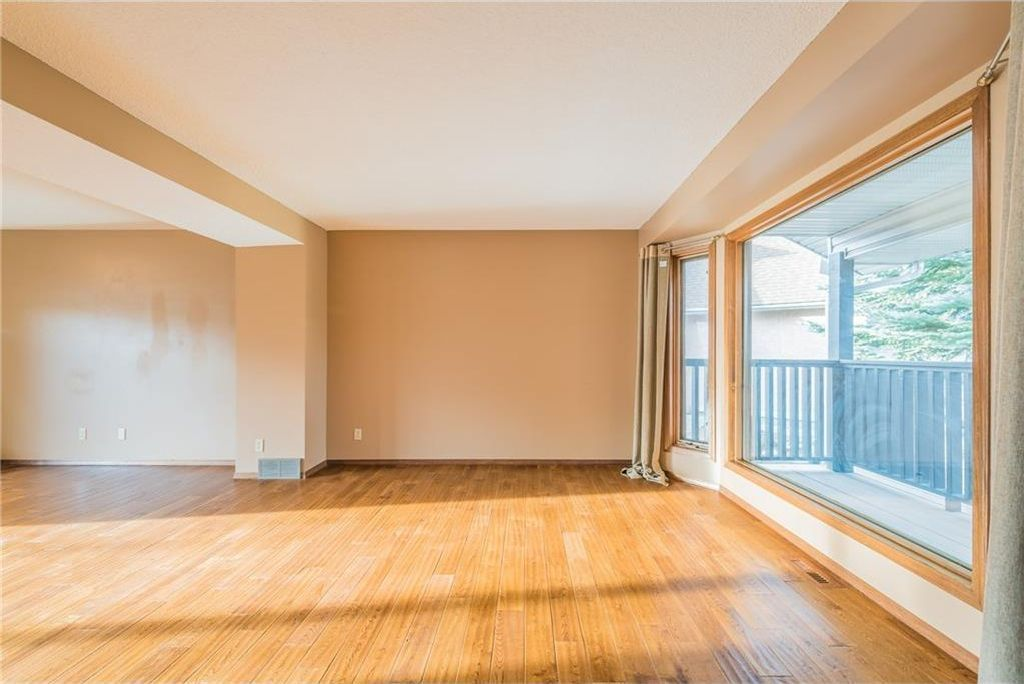 Photo 9: Photos: 25 Shannon Green SW in Calgary: Shawnessy House for sale : MLS®# C4140959
