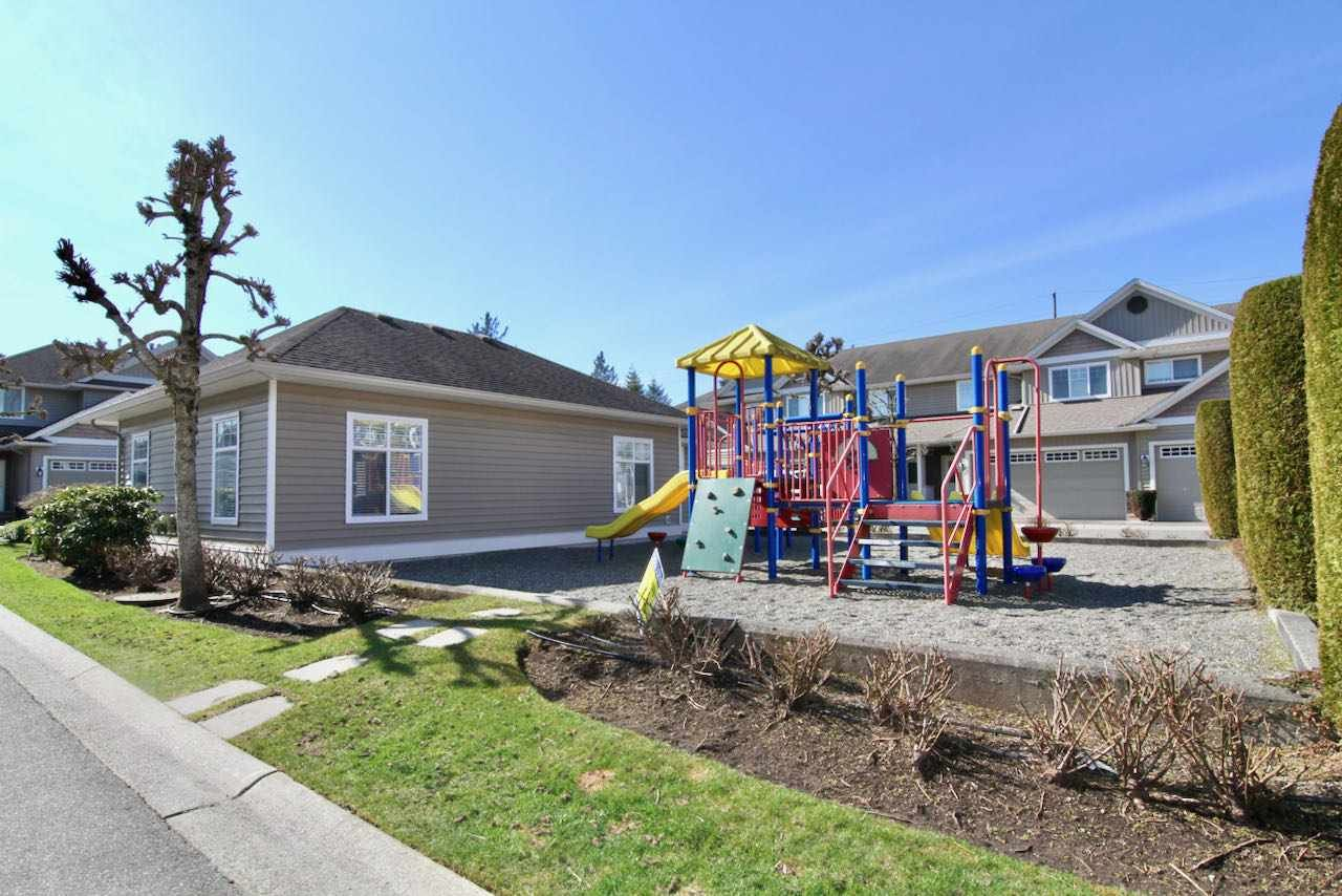 """Photo 5: Photos: 11 32849 EGGLESTONE Avenue in Mission: Mission BC Townhouse for sale in """"CEDAR VALLEY ESTATE"""" : MLS®# R2550175"""
