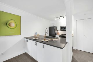 """Photo 3: 401 1818 WEST 6TH Avenue in Vancouver: Kitsilano Condo for sale in """"CARNEGIE"""" (Vancouver West)  : MLS®# R2618856"""