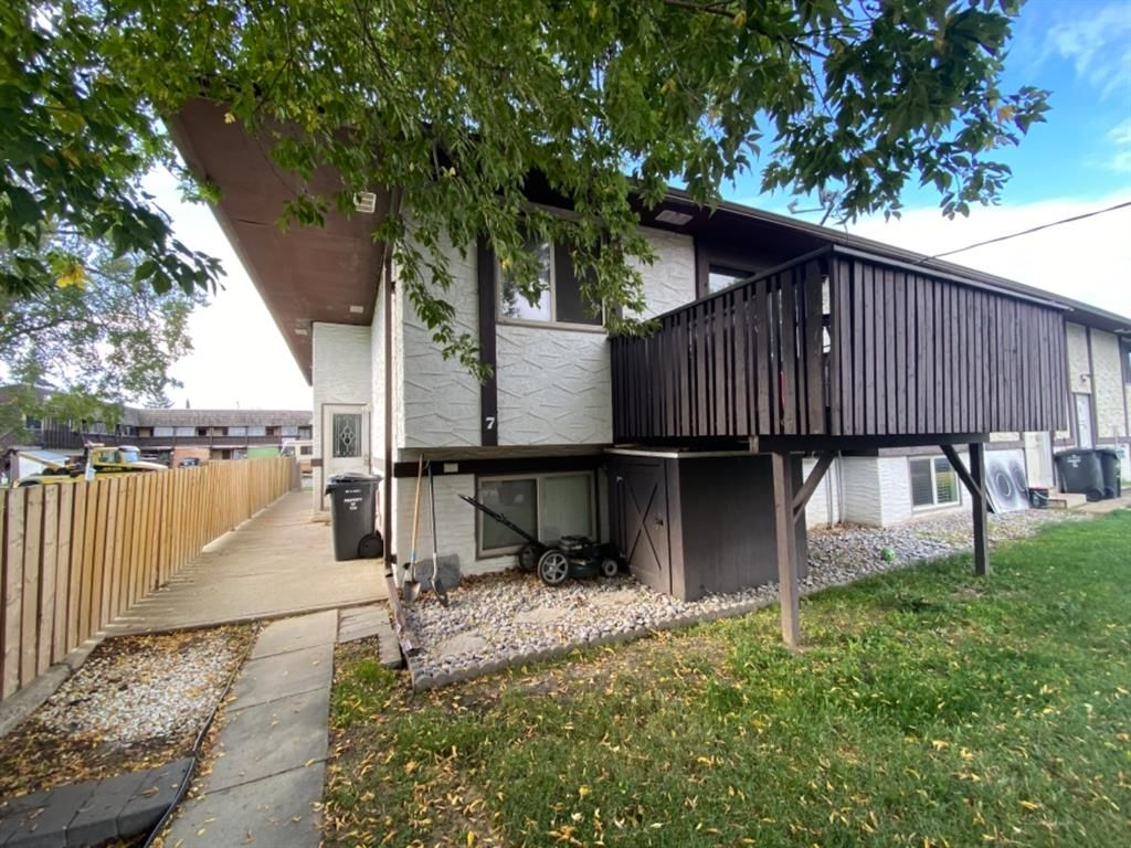 Main Photo: 7 50 8 Avenue SE: High River Row/Townhouse for sale : MLS®# A1146781