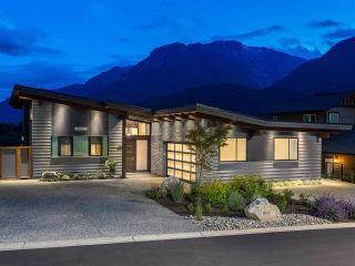 Photo 1: 41165 ROCKRIDGE Place in Squamish: Tantalus House for sale : MLS®# R2167179
