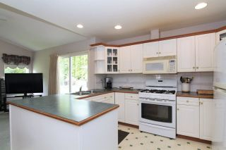 Photo 2: 8269 WHARTON PLACE in Mission: Mission BC House for sale : MLS®# R2372117