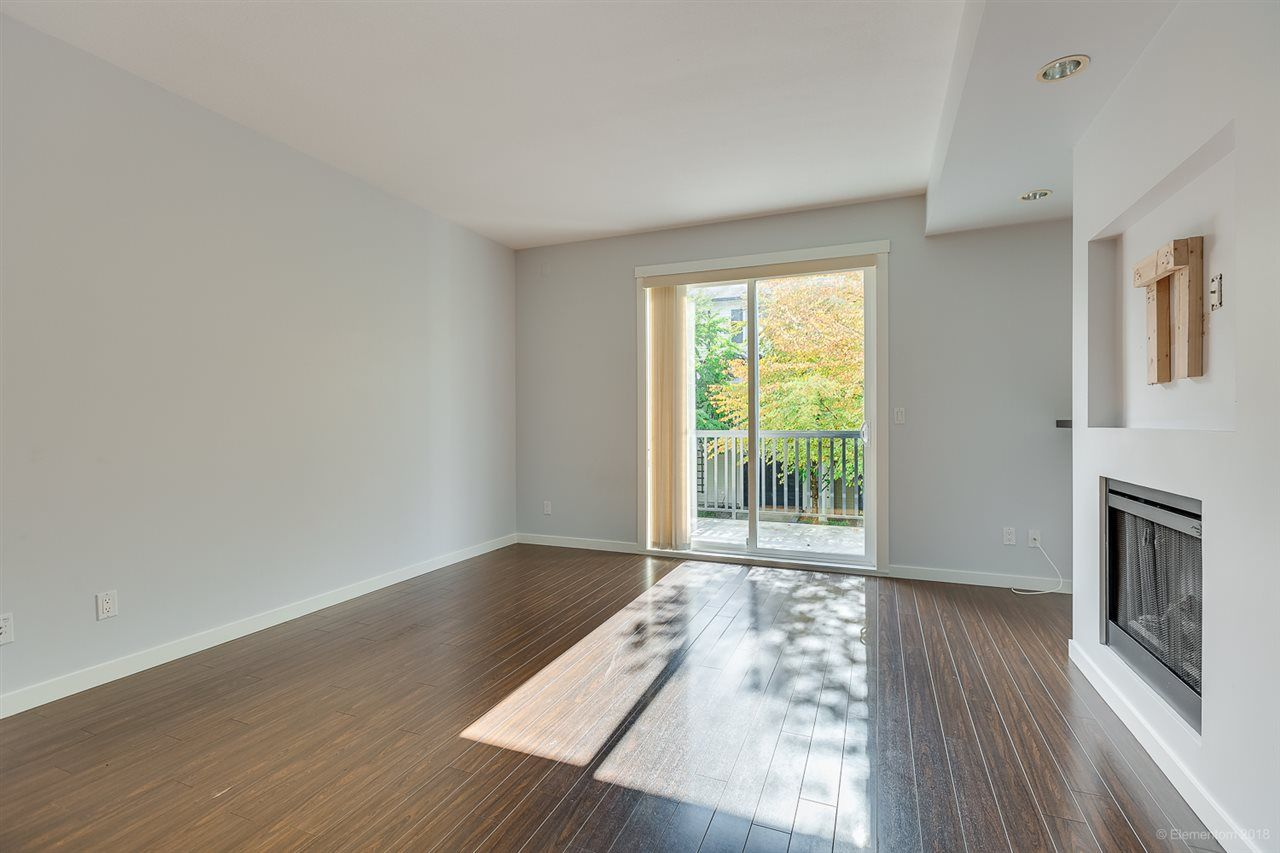 """Photo 4: Photos: 39 101 FRASER Street in Port Moody: Port Moody Centre Townhouse for sale in """"CORBEAU"""" : MLS®# R2410507"""