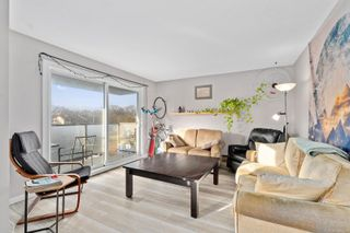 Photo 4: 408 1342 Hillside Ave in : Vi Oaklands Condo for sale (Victoria)  : MLS®# 869599