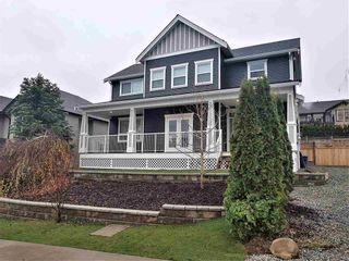 Photo 1: 33720 Dewdney Trunk Road in Mission: Mission BC House for sale : MLS®# R2513104