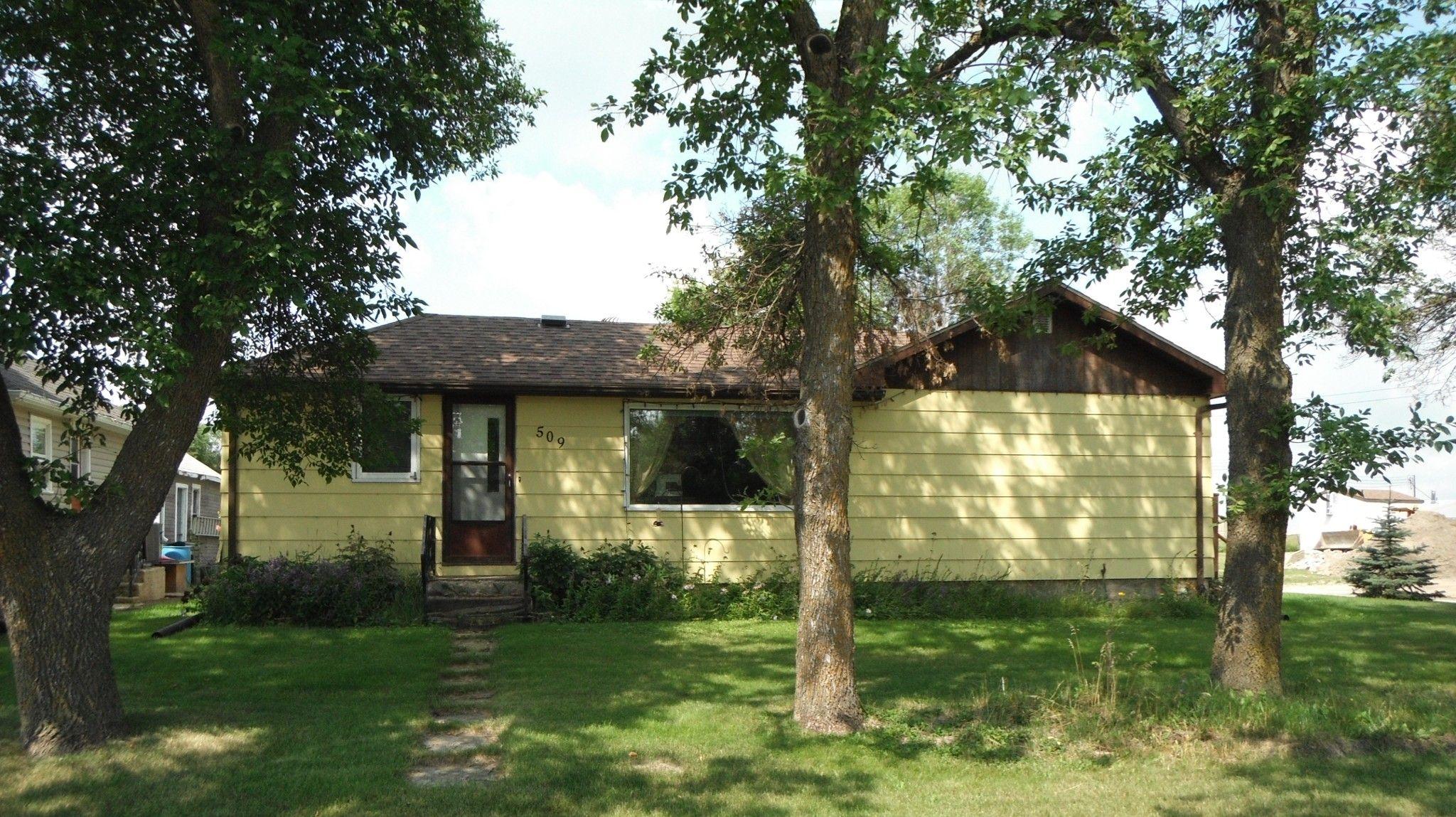 Main Photo: 509 King in Killarney: House for sale : MLS®# 1824594