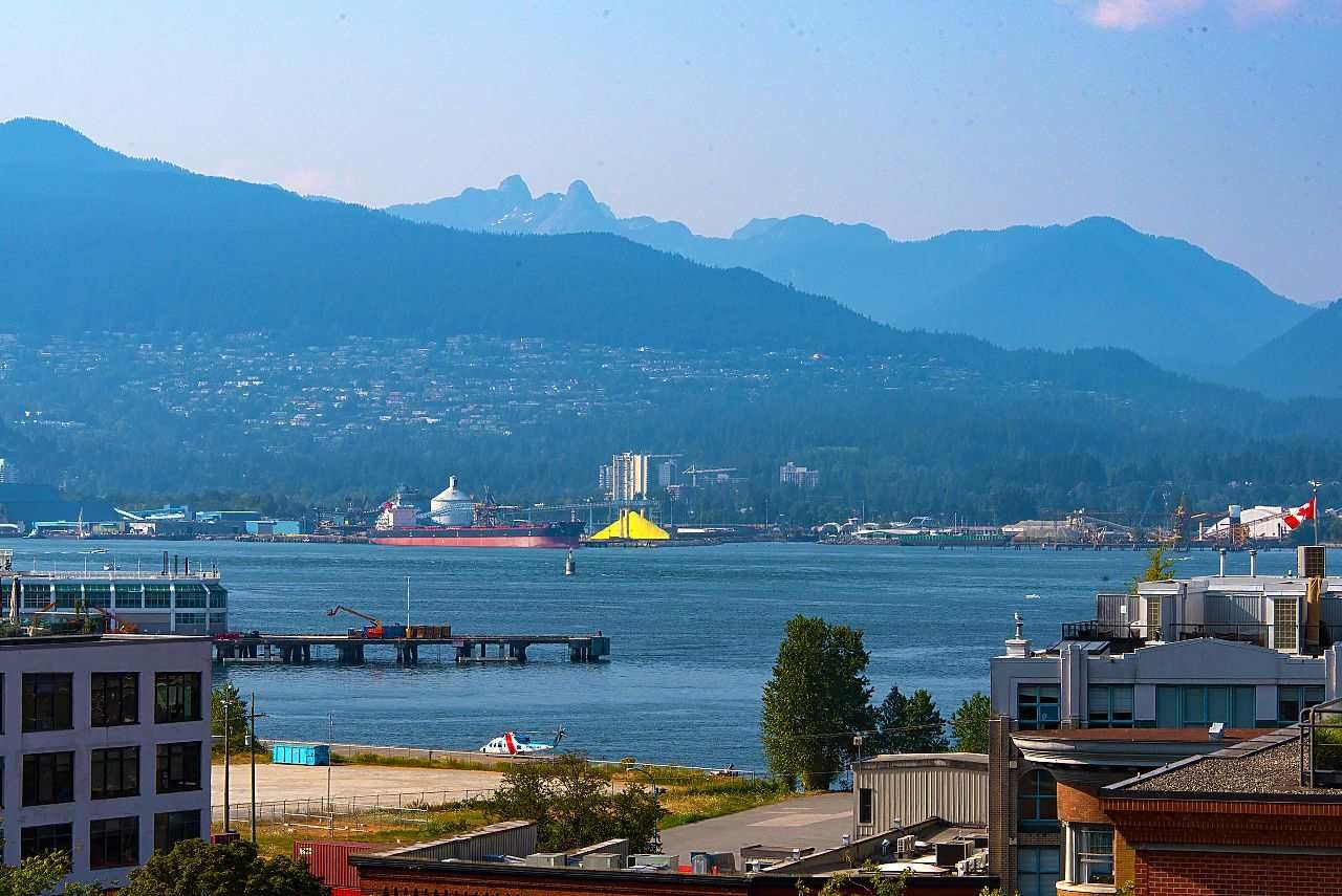 """Main Photo: 710 22 E CORDOVA Street in Vancouver: Downtown VE Condo for sale in """"VAN - HORNE"""" (Vancouver East)  : MLS®# R2444041"""