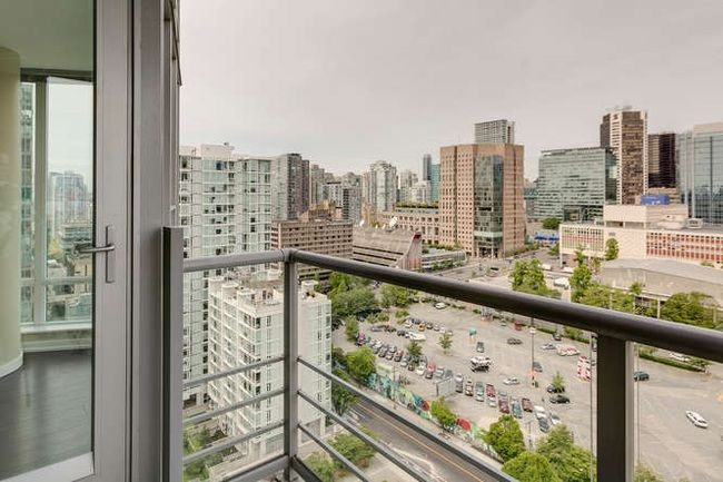 Photo 13: Photos: 2303 602 CITADEL Parade in Vancouver West: Downtown VW Home for sale ()  : MLS®# R2078141