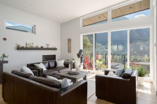 """Photo 10: 2211 CRUMPIT WOODS Drive in Squamish: Valleycliffe House for sale in """"Crumpit Woods"""" : MLS®# R2494676"""