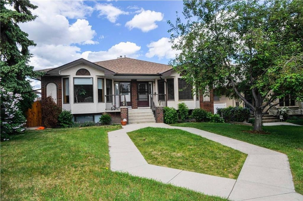 Main Photo: 136 24 Avenue NW in Calgary: Tuxedo Park House for sale : MLS®# C4121029