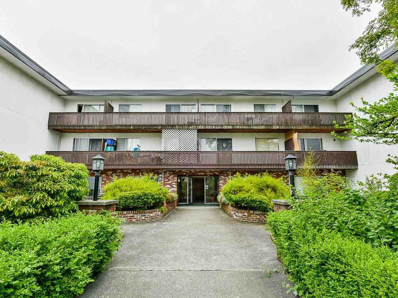"Main Photo: 304 910 FIFTH Avenue in New Westminster: Uptown NW Condo for sale in ""Grosvenor Court"" : MLS®# R2520752"