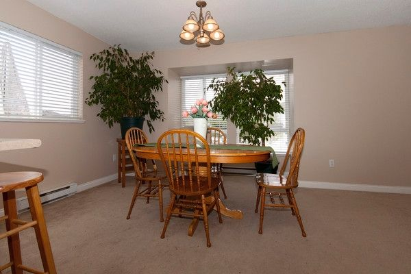 "Photo 10: Photos: 1 16388 85TH Avenue in Surrey: Fleetwood Tynehead Townhouse for sale in ""CAMELOT VILLAGE"" : MLS®# F1009224"