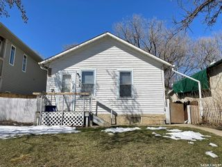 Photo 1: 938 Hochelaga Street West in Moose Jaw: Central MJ Residential for sale : MLS®# SK851165