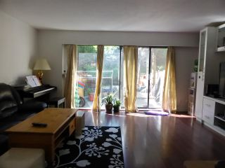 Photo 2: 2035 HOLDOM Avenue in Burnaby: Parkcrest Townhouse for sale (Burnaby North)  : MLS®# R2185341