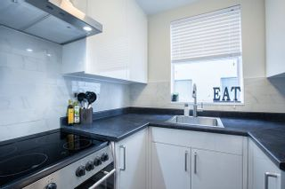 Photo 8: 702 1219 HARWOOD STREET in Vancouver West: Home for sale : MLS®# R2313439