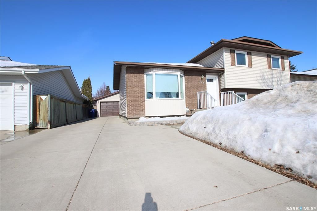 Main Photo: 150 Rogers Road in Saskatoon: Erindale Residential for sale : MLS®# SK845223
