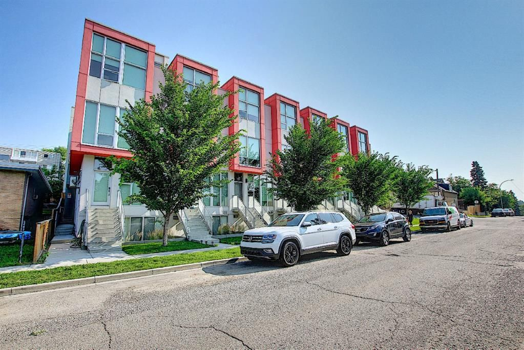 Main Photo: 106 1808 27 Avenue SW in Calgary: South Calgary Row/Townhouse for sale : MLS®# A1129747