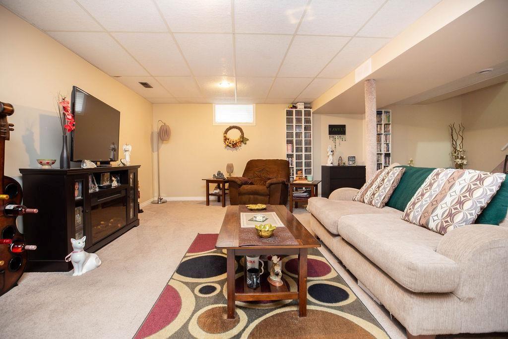 Photo 19: Photos: 61 Vincent Massey Boulevard in Winnipeg: Windsor Park Residential for sale (2G)  : MLS®# 202005748