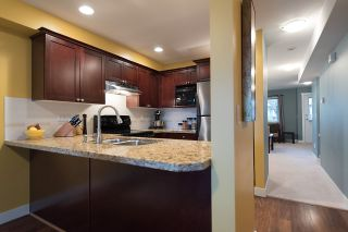 """Photo 6: 24 6555 192A Street in Surrey: Clayton Townhouse for sale in """"THE CARLISLE"""" (Cloverdale)  : MLS®# R2030709"""