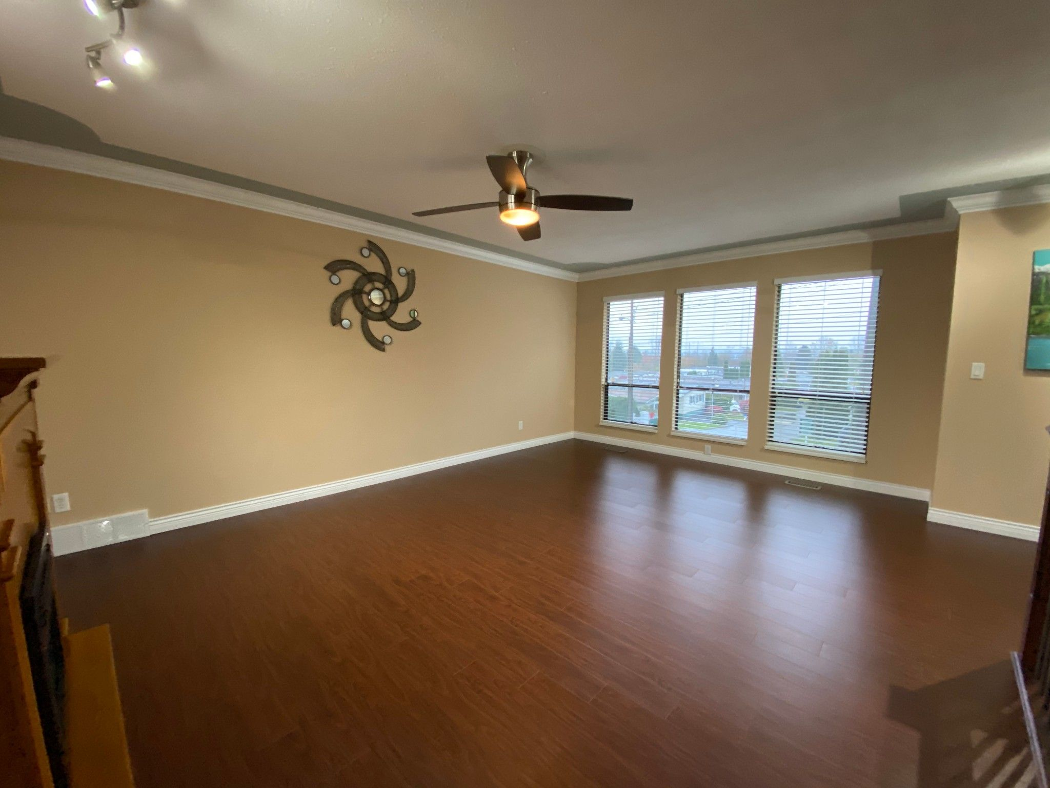 Photo 3: Photos: Upper 3293 Horn St. in Abbotsford: Central Abbotsford House for rent