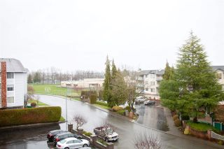"""Photo 20: 301 5375 205 Street in Langley: Langley City Condo for sale in """"GLENMONT PARK"""" : MLS®# R2426917"""