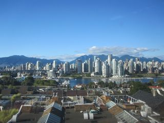 """Photo 1: 1167 W 8TH Avenue in Vancouver: Fairview VW Townhouse for sale in """"FAIRVIEW 2"""" (Vancouver West)  : MLS®# V849137"""