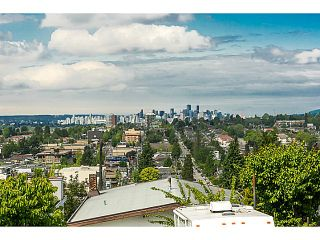 """Photo 2: 321 HYTHE Avenue in Burnaby: Capitol Hill BN House for sale in """"CAPITOL HILL"""" (Burnaby North)  : MLS®# V1123724"""