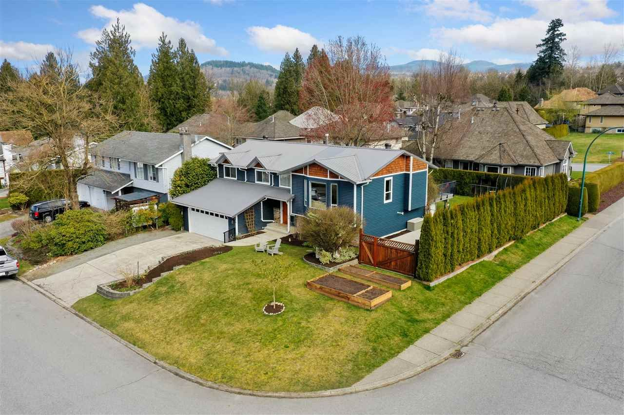 Main Photo: 3674 DUNSMUIR Way in Abbotsford: Abbotsford East House for sale : MLS®# R2553788