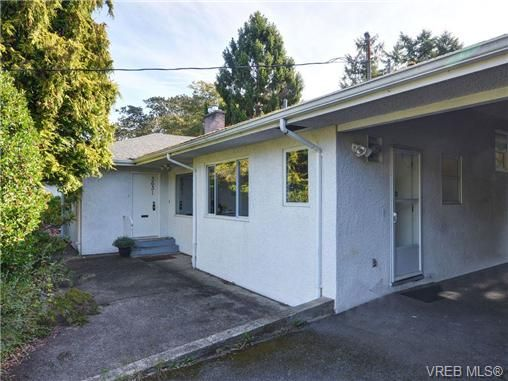 Main Photo: 3631 Crestview Rd in VICTORIA: OB Henderson House for sale (Oak Bay)  : MLS®# 712207