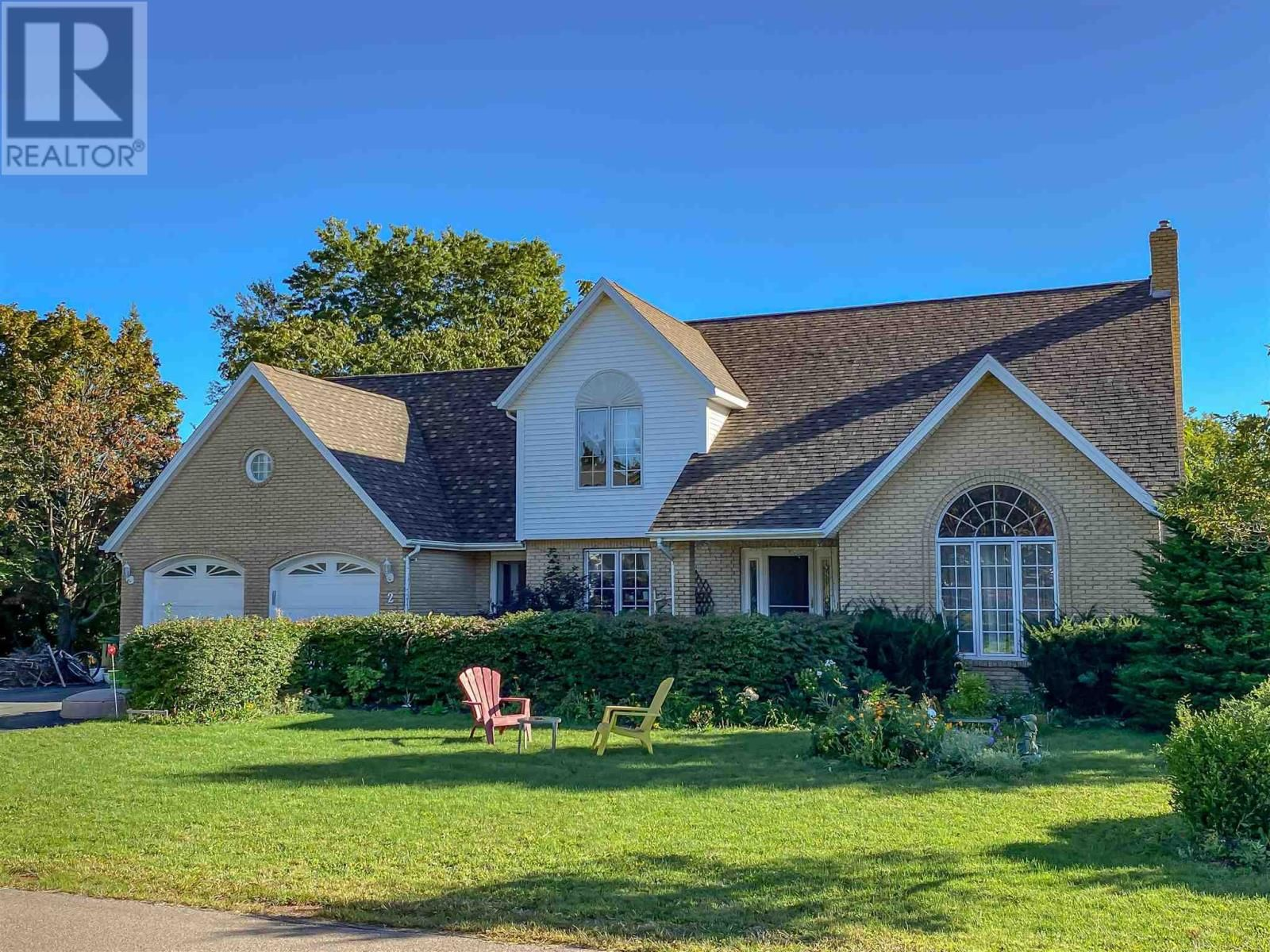 Main Photo: 2 England Circle in Charlottetown: House for sale : MLS®# 202123772