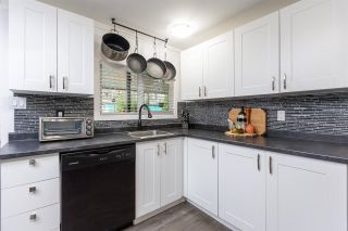 """Photo 13: 74 1840 160 Street in Surrey: King George Corridor Manufactured Home for sale in """"Breakaway Bays"""" (South Surrey White Rock)  : MLS®# R2431476"""