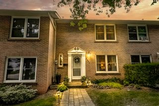 Photo 1: 52 2331 Mountain Grove Avenue in Burlington: Condo for sale